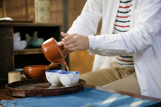 いつもは、店内の事務所で一服されているそう。やはりお茶屋さんは淹れる手つきがかっこいい!