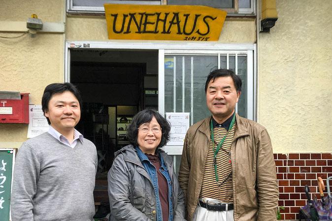 左から納谷さん、くろもじアドバイザーの田中先生、UNE代表の家老さん