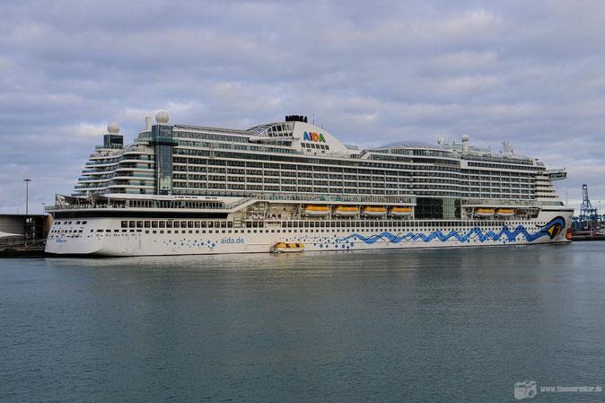 Mehr als 3x so groß wie AIDAcara: AIDAprima - hier im Hafen von Las Palmas de Gran Canaria