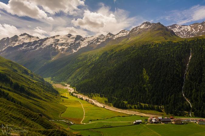 Talschluss Langtaufers mit Melag und dem Karlinbach vom Langtauferer Höhenweg aus gesehen