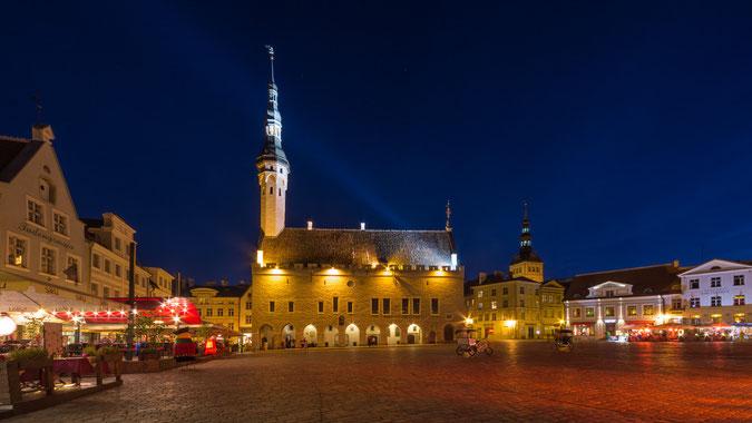 Das Rathaus in der historischen Altstadt von Tallinn (Klicken zum vergrößern)