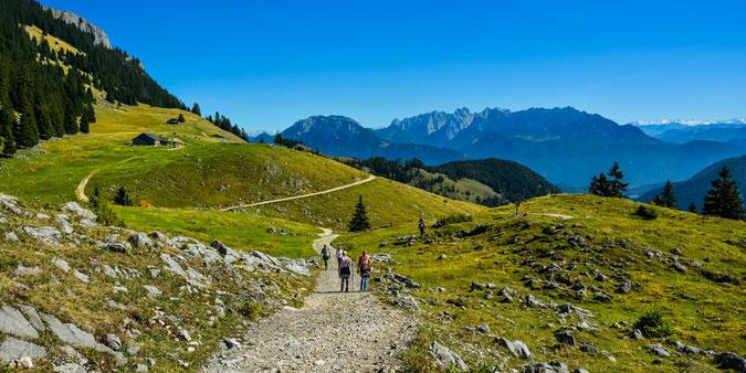 Wie im Bilderbuch - die Bayerischen Voralpen (Wanderweg zum Brünnsteinhaus im September)
