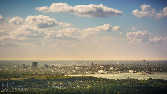Panoramablick auf Tallinn vom Fernsehturm (Klicken zum vergrößern)