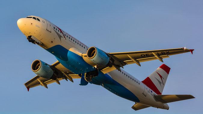 Austrian Airlines Airbus A320-214 (OE-LBK) hebt im Sonnenuntergang von München ab