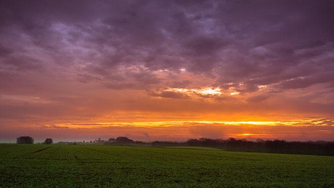 """""""When the sun comes up"""" über Neuburg an der Donau...schaut es manchmal und mit viel Fantasie so aus. Aufgenommen an einem Dezembermorgen kurz nach Sonnenaufgang."""