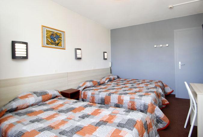 Chambre triple à l'hôtel Montfort à Lourdes