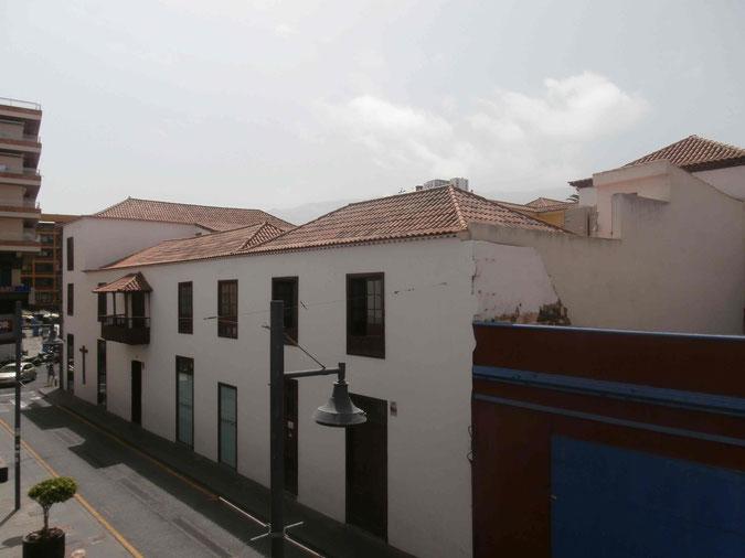 Kanarischer Straßenzug im Zentrum von Puerto de la Cruz
