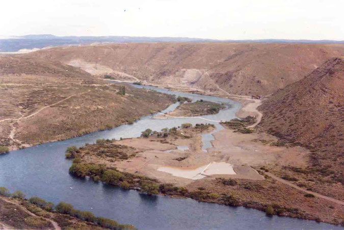 AREA DEL RIO LIMAY OVE SORGERA' LA DIGA DI ALICURA - 1979  - Area del rio Limay donde surgira la Represa