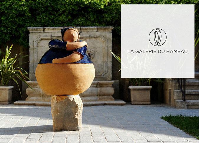 """La """"femme-boule"""" de Maryvonne Boffo, icône du Hameau des Baux"""