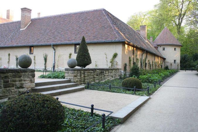Dach und Rankpflanzen Neuer Garten und Schloss Cecilienhof englische Gartenkunst Ausflug Besichtigung Spaziergang Sommer