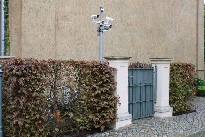 Mülltonnen verbergen verstecken Hecke Tor Überwachungskamera Mast Palais am Stadthaus Wunderkind Archiv Shop Hofcafe Potsdam