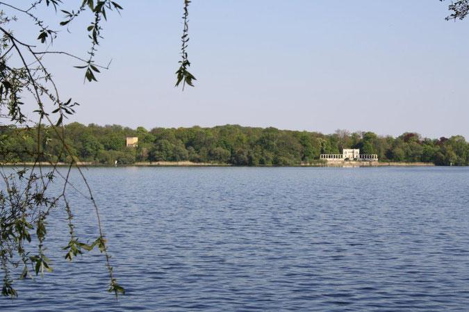 Blick Glienicke Schinkel Neuer Garten und Schloss Cecilienhof englische Gartenkunst Ausflug Besichtigung Spaziergang Sommer