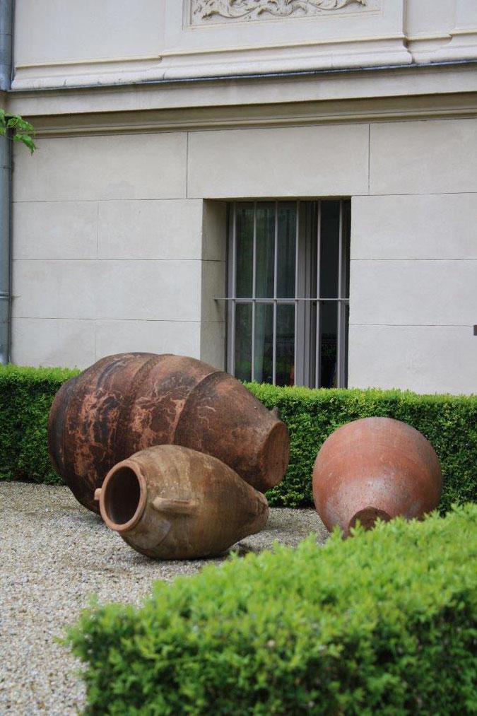 Terracotta Gefäße liegend Innenhof Palais am Stadthaus Wunderkind Archiv Shop Hofcafe Potsdam