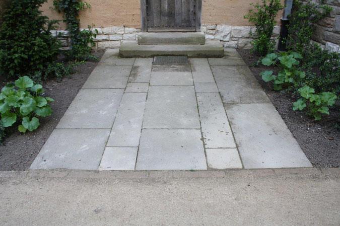 Steinboden Eingang Neuer Garten und Schloss Cecilienhof englische Gartenkunst Ausflug Besichtigung Spaziergang Sommer