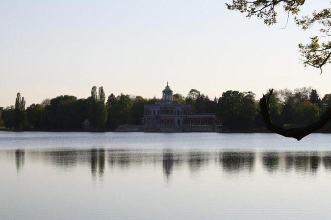 Neuer Garten und Schloss Cecilienhof englische Gartenkunst Ausflug Besichtigung Spaziergang Sommer Heiliger See