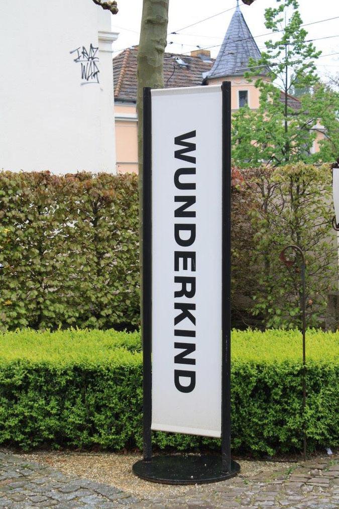 Schild Fahne Ständer Palais am Stadthaus Wunderkind Archiv Shop Hofcafe Potsdam