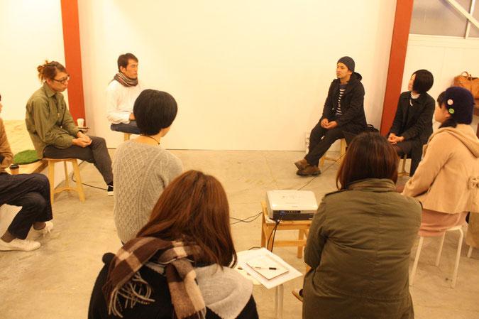 左から、NIPPA米の田中さん、フォトグラファーのアラタさん、地元企業に勤務の早川さん