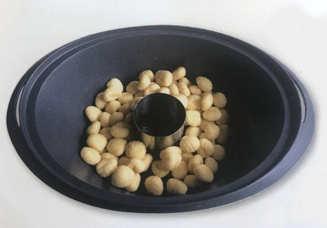 Dessertring in den Varomabehälter geben für ein gleichmäßiges Dampfgaren im Thermomix