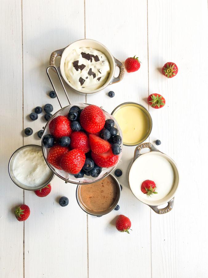 Erdbeeren mit Soße, 5 verschiedene Geschmacksrichtungen: Vanille, Schoko-Nougat, Frozen Yogurt, Schmand-Vanille-Creme, Mascarpone-Quark