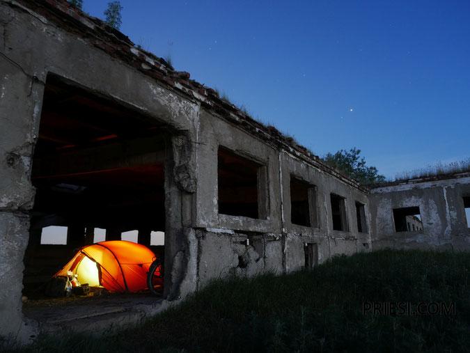 Schutz vor Gewitter in einer Ruine