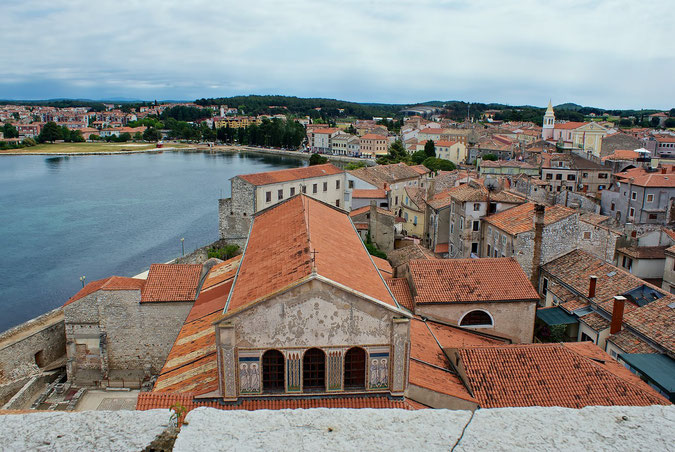 Blick vom Glockenturm der Eufrasius-Basilika auf Porec