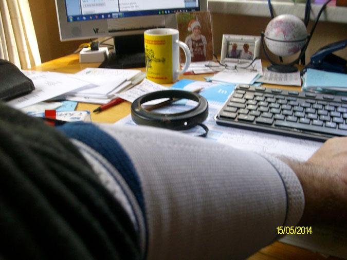 Ich bin immer noch an den Schreibtisch gefesselt! Grummel, grummel!
