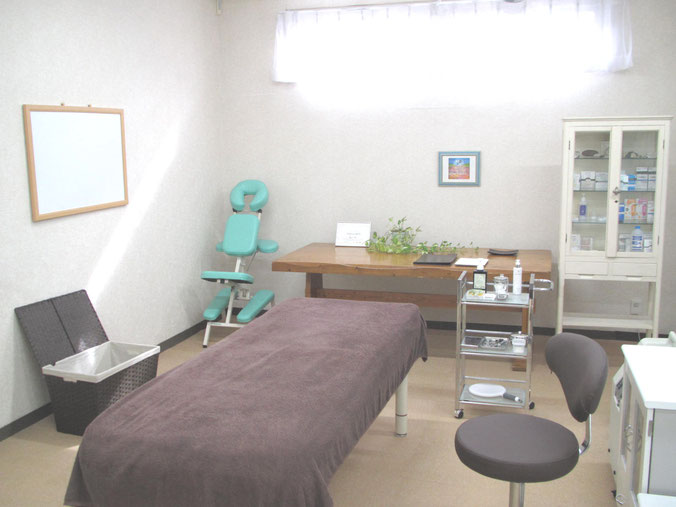 準備がおわりましたら、いよいよ施術。こちらが、施術室になります。