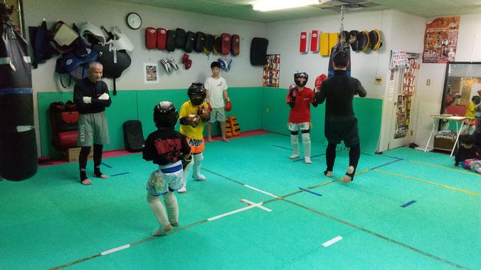 teamYAMATO大和高田本部では、キックボクシングの体験練習を行っています。