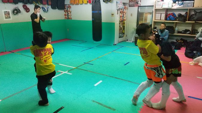 キックボクシングteamYAMATO大和高田本部では、首相撲の練習もしてます。