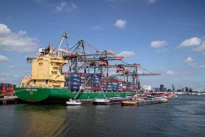 freaky finance, freaky travel, Rotterdam, Reisebericht, invest-abc, Hafen, Containerschiff