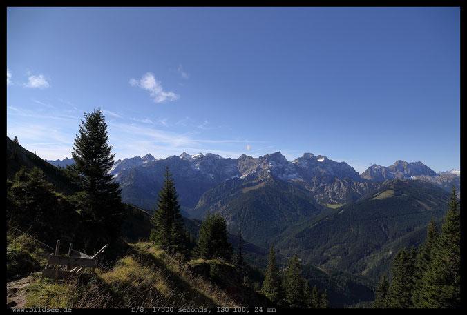 Hinterautal-Vomper-Kette mit Birkkarspitze (im Hintergrund) und Nördliche Karwendelkette.