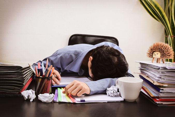 Schlafen bei der Arbeit; Wirtschaftsdetektei Bremen, Wirtschaftsdetektiv Bremen