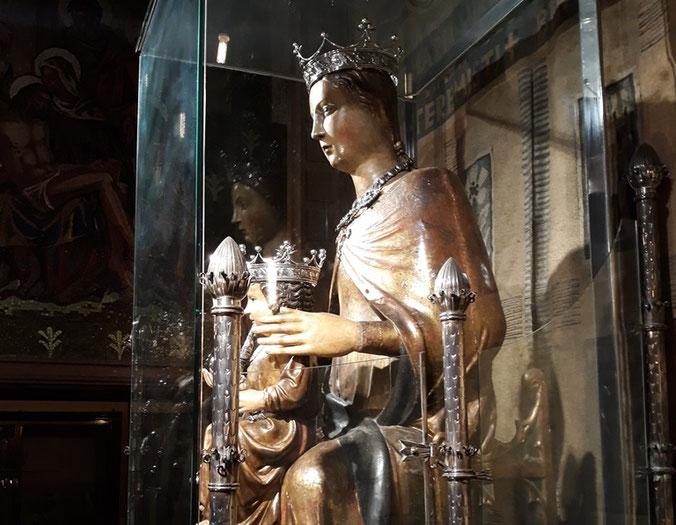 Статуя Богородицы Ла-Мерсе в Барселоне