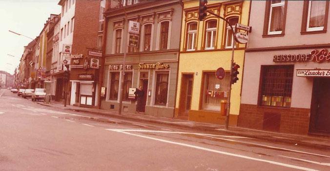 Keupstraße 36-40 und Johann Witt vor seiner Gaststätte September 1980