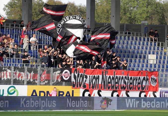 Zaunfahne Südstadt Fanatics Admira Wacker gegen St. Pölten 2018 10 06 NV Arena