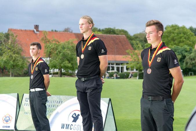 Dreifachtriumph bei den Herren: Nick Bachem (Mitte) mit Timo Vahlenkamp (li.) und Jannik De Bruyn (re.)