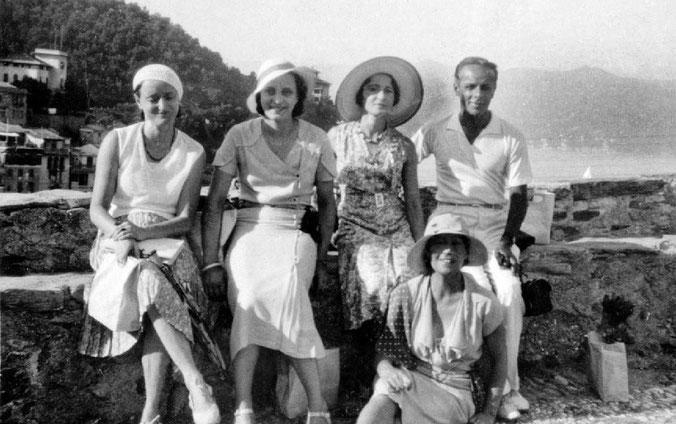Portofino, Italy - early 1930s ( L-R ) Margaret, Minta Toledano, Delia De Leon, Quentin Tod & Mabel Ryan ( sitting below )