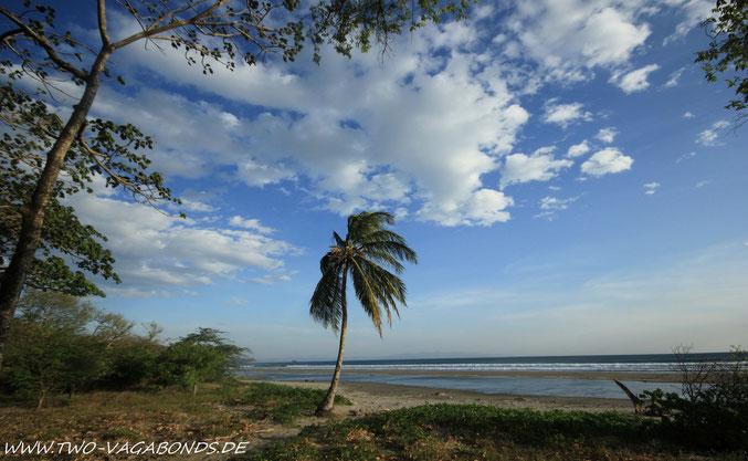 AM HORIZONT DER LANDSTREIFEN VON COSTA RICA