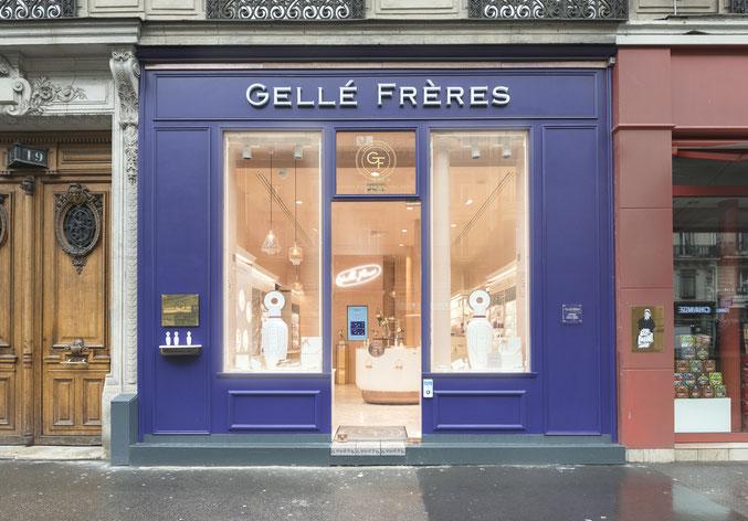 Façade en bois inspirée des vitrine parisiennes anciennes