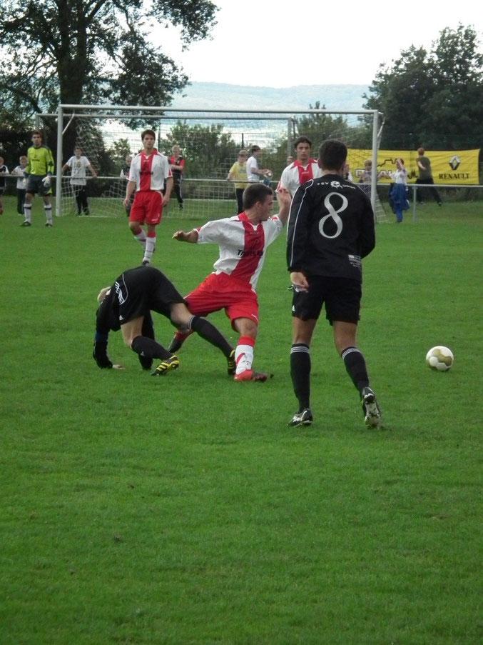 Tim Schott im Kampf um den Ball