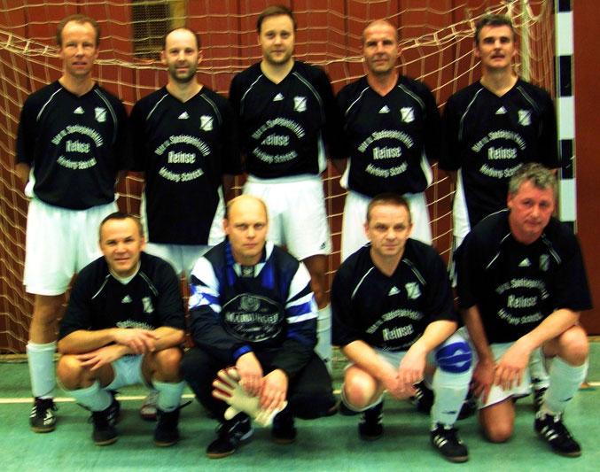 Das Endspiel mit 2:0 gewonnen- die Alt- Herrenmannschaft des FSV- Schröc