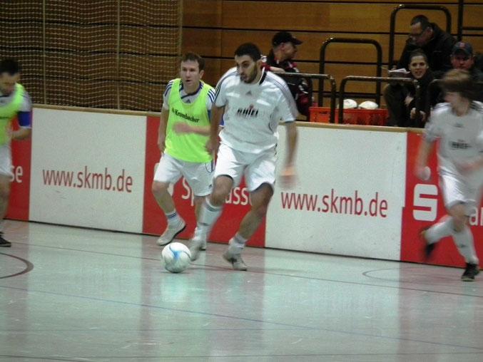 Für den FSV am Ball: Hakan Keskin im Spiel gegen die SG- Niederweimar/ Haddamshausen