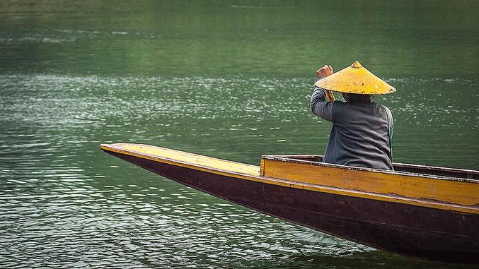 El transporte en canoa es la única manera de llegar a muchas aldeas