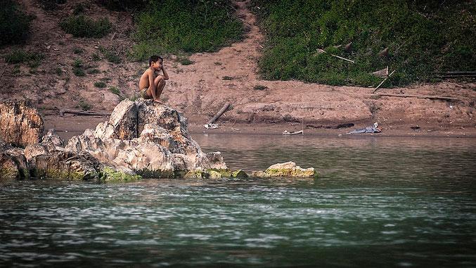 El río es fuente de alimento y de diversión.