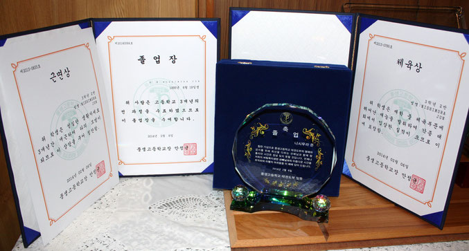西村純選手卒業証書&体育賞