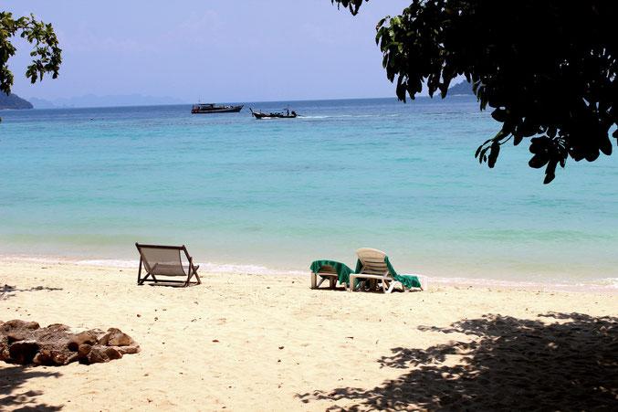 Erleben Sie erholsame Ferien in Thailand am Strand von Koh Phi Phi.