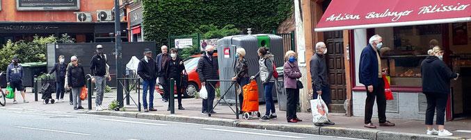 """Avenue Honoré Serres (mais pas seulement) une """"queue-covid"""" avant d'accéder au pain quotidien"""