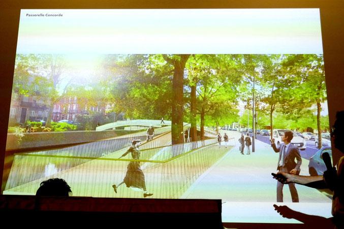 On aperçoit l'entrée de la rue de la Concorde à gauche. Le long cheminement en pente intègre les arbres existants.