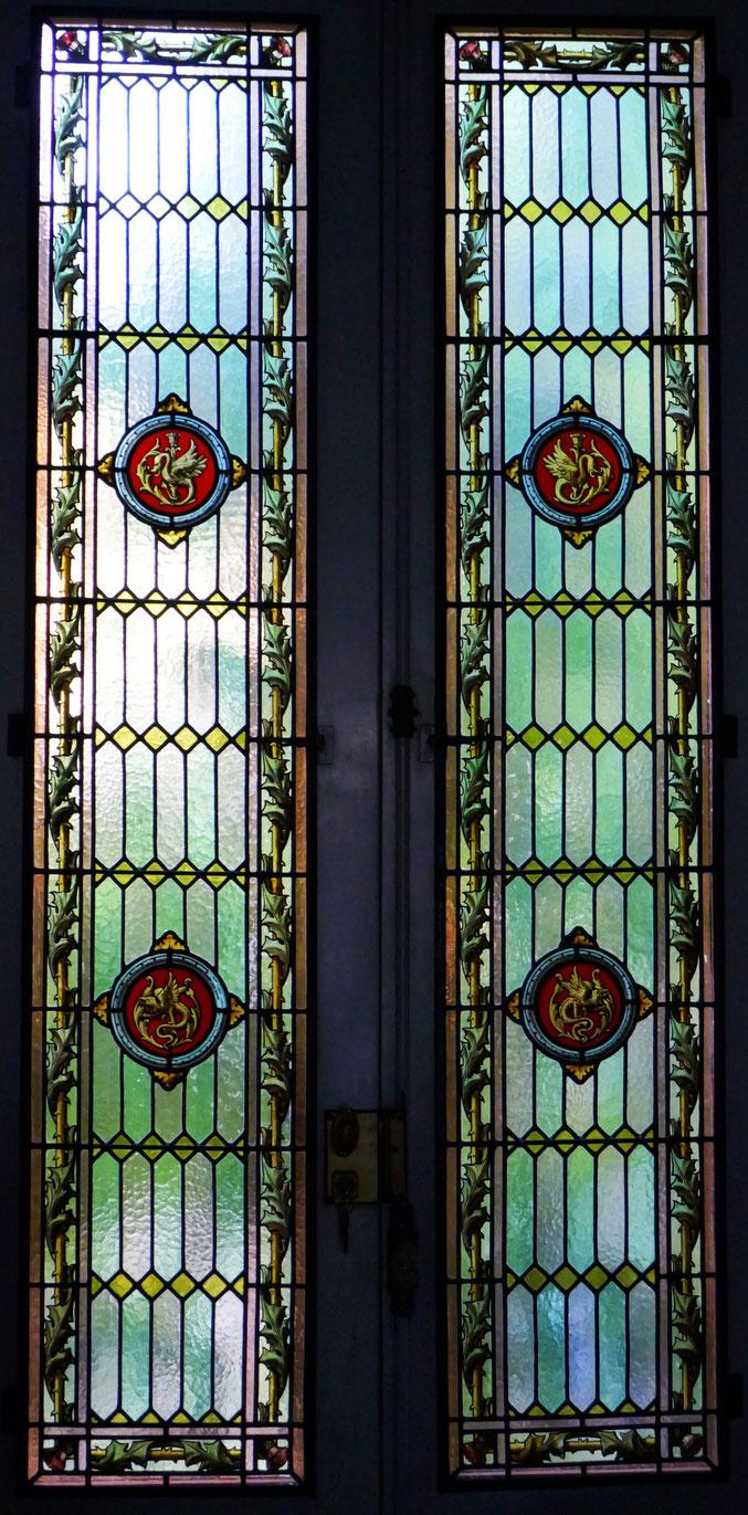 Trouvé dans le grenier de la maison au moment d'un cghangement de propriétaire et remonté dans une porte-fenêtre donnant sur le jardin. Rue des Chalets, probablement avant 1900 .