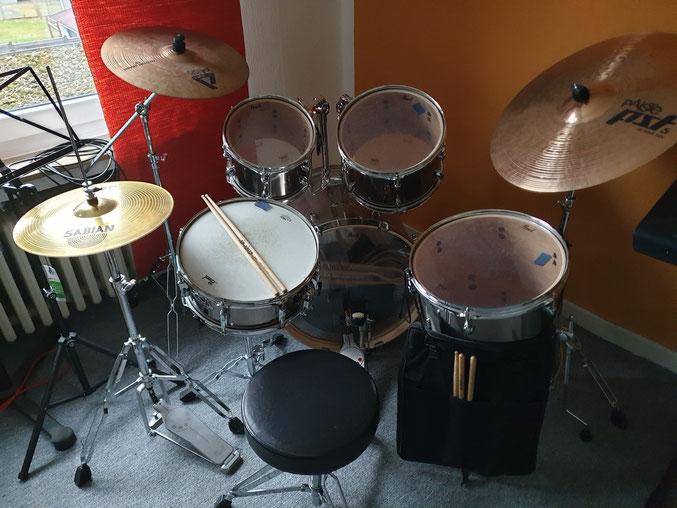 Mein kleines Pearl Export Schlagzeug mit 20 Zoll Bass Drum